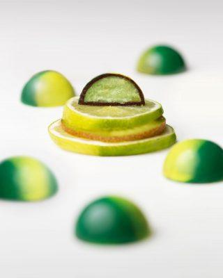 Otro día no puede pasar sin que hayas probado nuestro#CreaciondelMes bombón de limón y kiwi con exquisito chocolate 70% cacao.  Disponible en nuestras tiendas@kahkowexperience@bluemallsd @bluemallpc  #Kahkow #KahkowLovers #ChocolateDominicano #ChocolateArtesanal