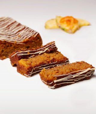 Acompaña tu café con nuestro rico y delicioso bizcocho de zanahoria y piña disponible en @kahkowexperience, @bluemallsd y @bluemallpc.  #Kahkow #KahkowLovers #ChocolateArtesanal #ChocolateDominicano