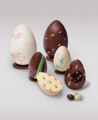 Descubre las sorpresas que traen nuestros huevos de pascua de chocolate negro 70% cacao y chocolate blanco 39%.  Puedes ordenarlos pintados y sin pintar✨  #Kahkow #KahkowLovers #ChocolateArtesanal #ChocolateDominicano #Pascua2021