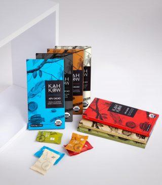 ¿Sabías qué?, Las ilustraciones de nuestros empaques son obras de artes de @lizanderjimenez , quien ha vivido la mayoría de su vida frente a un cacaotal y son una representación más de nuestra cultura.  Encuéntralas en nuestras tiendas @kahkowexperience @bluemallsd y @bluemallpc.  #Kahkow #KahkowLovers #ChocolateDominicano #ChocolateArtesanal