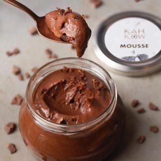 Una manera distinta de darle un toque especial a tu día es disfrutando nuestro delicioso Mousse de Chocolate 🍫 ❤  #Kahkow #KahkowLovers #ChocolateArtesanal